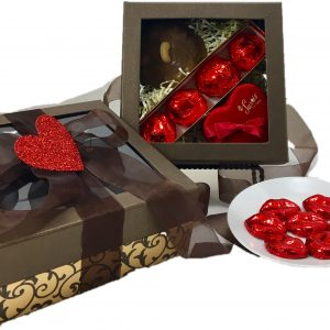 This gift is an elegant presentation of Valentine's Day favorites!